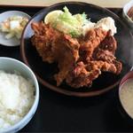 トラック・イン - から揚げ定食 880円
