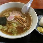 ラーメンきぶね - 料理写真:中華そば(おにぎり付き)600円