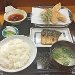 天ぷら 筧 - 天ぷらとさば塩焼き定食(海老、あじ、かぼちゃ、春菊)