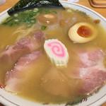 はまんど - 白湯ラーメン 680円    熟地醤油卵 130円