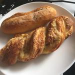 46964677 - ガ-リックフランス・生ハムとチ-ズのパン
