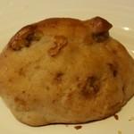 トラットリア ヒューメ - くるみパン