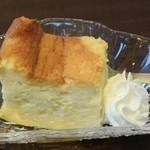 トラットリア ヒューメ - 白味噌のレモン風味のケーキ