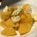 46967645 - ももとチーズのサラダ
