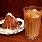 ドトールコーヒーショップ 西武新宿北口店 - ルーフチョコケーキとアイスカフェラテ(ケーキセット)