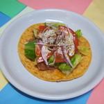 プラサ・デル・ソル - 野菜と豆のトスターダ