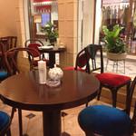 カフェ アマティ - 店内