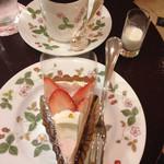 カフェ アマティ - 今月のオリジナルケーキとブレンドコーヒーのセット 1,040円