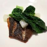 46978098 - 黒ソイのポワレ ブロッコリーとアサリのソース 季節野菜と