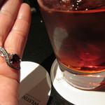 46978716 - ガーネット色のカクテル「ネグニーロ」はバーでのアペリティフ