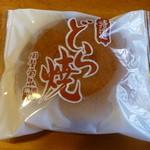 岡埜栄泉 - 料理写真:お店の看板商品 どら焼き120円