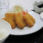 Go飯屋 - 魚フライ定食。おかずのボリュームは良い。