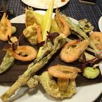 OBER - 海老と春野菜のフリット。