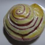 46980161 - 紫芋のパン