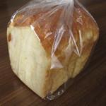 ヤミー ベーカリー - 料理写真:ヤミーブレッド 1斤 ¥200-
