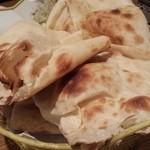 カザーナ - 食べ放題のナン