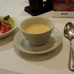 神戸開花亭 - コーンポタージュスープとサラダ