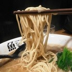46985361 - 麺は中細麺のストレート。イメージは「THE新しい東京中華そば」(私的感想)。