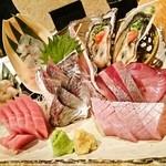 魚金 - お刺身3種盛り(実は8種?)