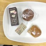 赤丸ベーカリー - 料理写真:フィッシュサンドとカレーパン