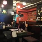 kanakoのスープカレー屋さん - テーブル席ございます店内です。