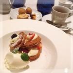 Restaurant  LA FUENTE - ミルフィーユと練乳アイス