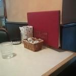 46995912 - 昭和なテーブル