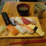 魚寿司 - ランチにぎり880円