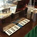 横浜大飯店 - ウーロン茶、冷水はセルフ