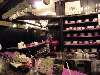 茜屋珈琲店 - 200客のコーヒーカップが