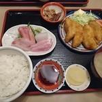 まるろ - 料理写真:20160131 地魚の白身フライと刺身定食 1620円