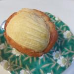 47004220 - りんごマフィン。この日のお店のお勧めパンでした。