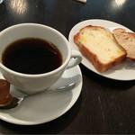 ブレッドアンドカンパニー - ドリンクはホットコーヒーをお願いしました