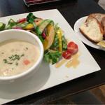 ブレッドアンドカンパニー - 季節のスープ&サラダランチ 1030円(税込)