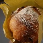 パンペルテ - 料理写真:ライ麦クルミレーズン400円(外税)。