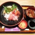 47007582 - 海鮮丼(\890)