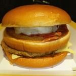 47009228 - 2/2(火)発売に先駆け先行販売                       名前募集バーガーって呼ばれてた❤                                              北海道産ほくほくポテトと                       チェダーチーズに焦がし醤油風味の                       特製オニオンソースが効いた                        ジューシービーフバーガー❤