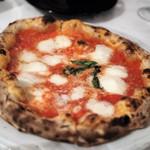 タランテッラ ダ ルイジ - 水牛モッツァレラチーズのマルゲリータ