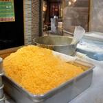 近江町コロッケ - 買い食い万歳! 店頭で揚げたて販売