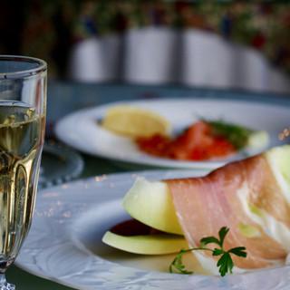 タクシーご利用のお客様限定◆グラス2杯、ボトルワインサービス