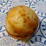 47012077 - キャラメルクリームパン 180円 オススメです。
