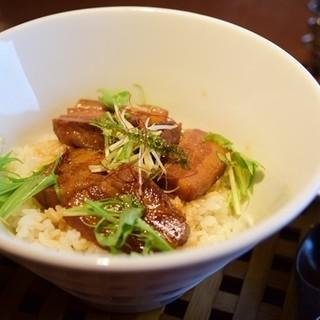 チャハヤブラン - 料理写真:ラフテー丼