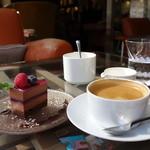47013403 - ケーキとコーヒー付