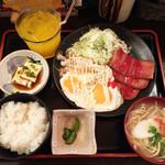 花唄 - スパム明太子マヨエッグ定食(900円)+汁物→ソーキそばチェンジ(100円)