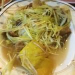 Saeng Chai Pochana - 白ネギと豆腐の炒め物