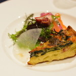 フレンチレストラン セラン - ちぢみほうれん草と曲がり葱のキッシュ