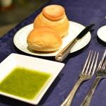 フレンチレストラン セラン - シャンピニオンと米粉のパン