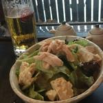 琉球の牛 - 鶏と島豆腐の胡麻サラダ