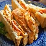 KAFFE BAR NELLIE - 本日のサンドイッチカフェセット(ベーコンとパルミジャーノのオムレツサンドイッチ)