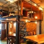 KAFFE BAR NELLIE - 店内(テーブル席は中2階もある)